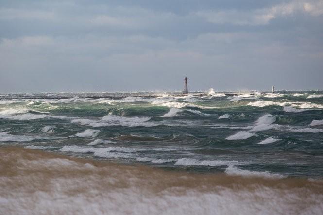 lake michigan waves